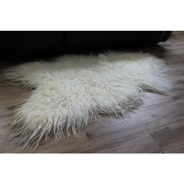 Contemporary Icelandic Sheepskin Shade of White Rug Throw For Sale In Chicago - Image 6 of 9