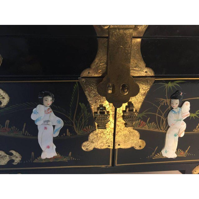 Mid 20th Century Black Lacquered Chinese Jewelry Box With Mother-Of-Pearl Overlay For Sale - Image 5 of 10
