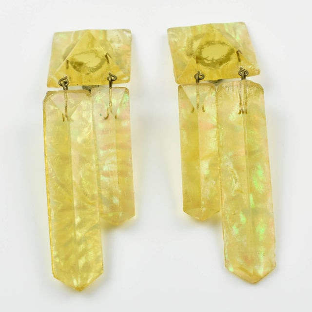 Abstract Oversized Italian Pearlized Yellow Ice Rock Lucite Dangling Clip on Earrings For Sale - Image 3 of 6