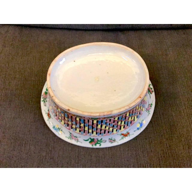 Chinese Export Rose Medallion Reticulated Bowl and Underplate, circa 1860 For Sale In Los Angeles - Image 6 of 10