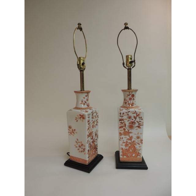 Pair of Vintage Chinese Imari Ceramic Table Lamps For Sale - Image 4 of 7