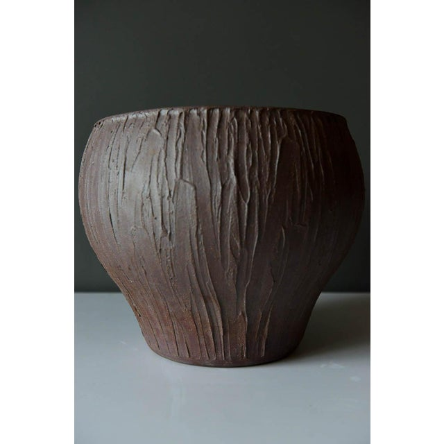 David Cressey for Architectural Pottery stoneware vessel, circa 1965. Beautiful 'Scratch' pattern, hand thrown stoneware...
