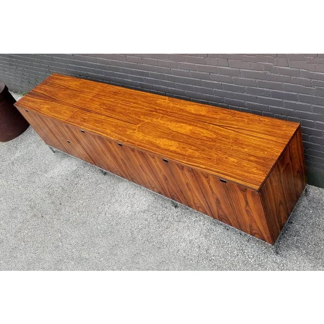 1960s Custom Bookmatched Brazilian Rosewood Florence Knoll Media Cabinet For Sale - Image 5 of 13