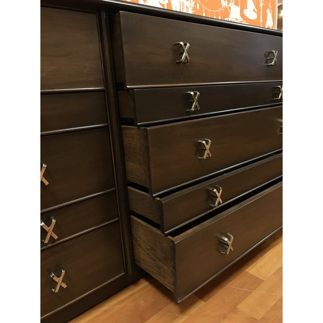 Brown 1950s Mid-Century Modern Paul Frankl 10-Drawer X Pull Double Chest Dresser For Sale - Image 8 of 12