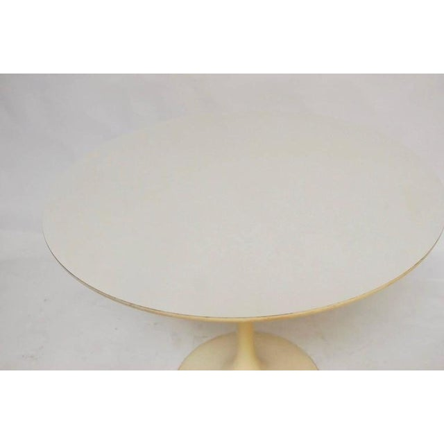 Mid-Century White Laminate Tulip Dining Table For Sale In San Francisco - Image 6 of 10