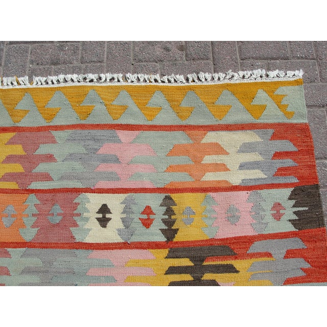 "Vintage Turkish Kilim Rug - 5'6"" x 8'1"" For Sale - Image 5 of 11"