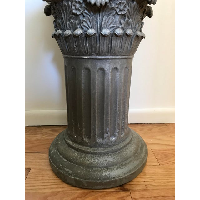 1970s Vintage Universal Statuary Neoclassical Resin Column Pedestal For Sale - Image 5 of 9