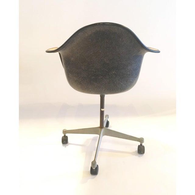 Herman Miller Brown Shell Chair on Wheels - Image 6 of 6