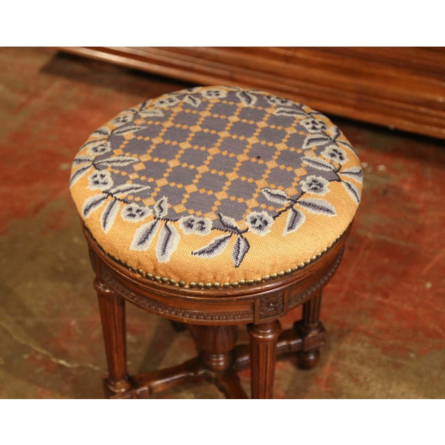 19th Century French Louis XVI Carved Walnut Round Adjustable Swivel Piano Stool For Sale - Image 4 of 10