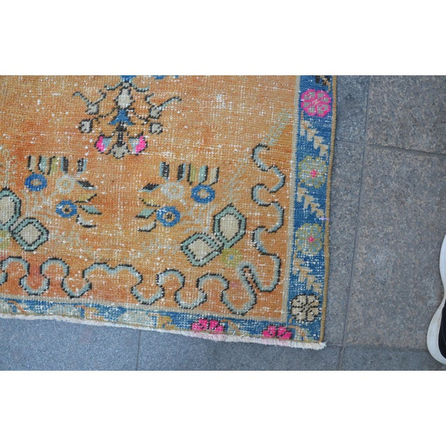 1960s Turkish Oushak Vintage Tribal Wool Carpet - 2′8″ × 5′6″ For Sale - Image 5 of 11