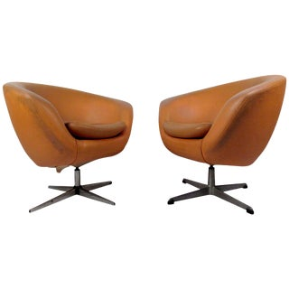 Pair of Mid-Century Modern Overman Orange Lounge Chairs For Sale