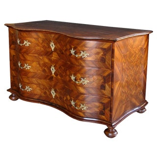 A Handsome and Good Quality German Baroque Serpentine-Form Parquetry and Walnut-Veneered 3-Drawer Chest For Sale