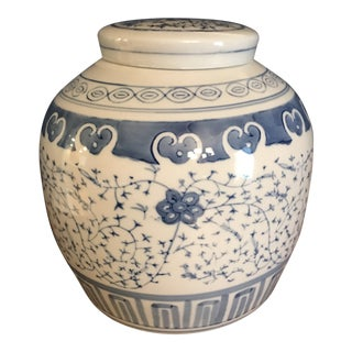 Light Blue & White Ginger Jar With Lid For Sale