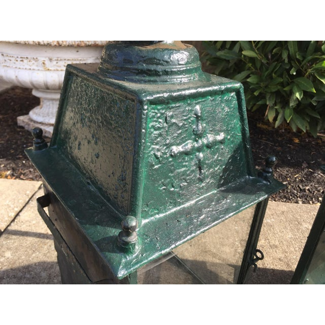 Early 20th Century French Green Metal Exterior Wall Lantern, C.1900 - a Pair For Sale - Image 5 of 10