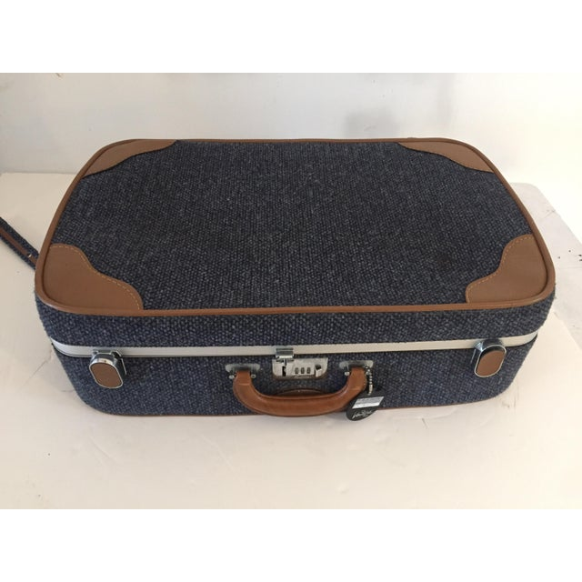 1970s Vintage Luggage Blue Tweed Med Suitcase 25 X18 X 7.5 For Sale - Image 5 of 7