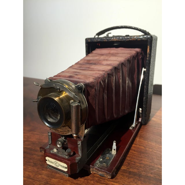 Well before the iPhone, the portability of cameras has long since been a concern. This portable Premo C camera from the...