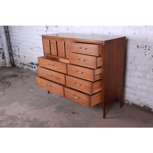 Brown Broyhill Premier Mid-Century Modern Magna Gentleman's Chest For Sale - Image 8 of 12