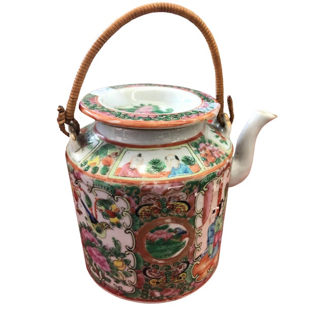 Late 19th Century Rose Medallion Chinese Export Teapot For Sale - Image 4 of 4