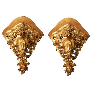 Pair of Large Mid-18th Century Venetian Rococo Gilt Corner Brackets For Sale