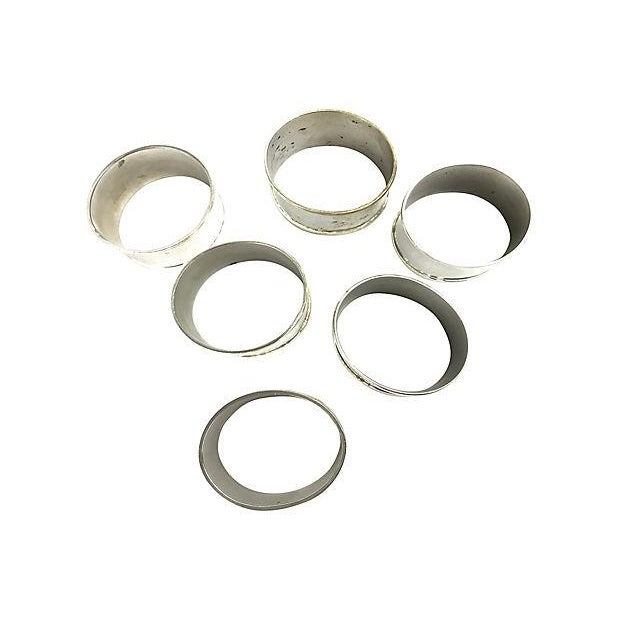 Set of 6 traditional oval napkin rings in silverplate. No makers mark. Light age patina to silverplating.