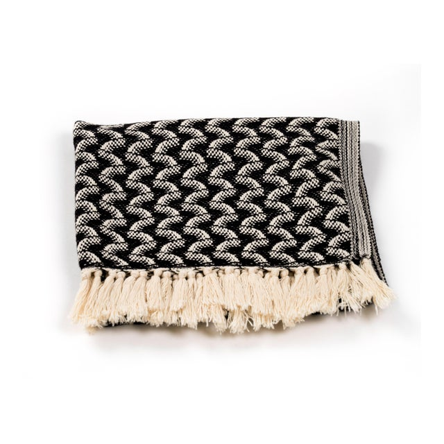 Modern Silent Ripple Handmade Organic Cotton Hand Towel in Charcoal For Sale - Image 3 of 4