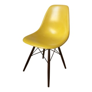 Charles Eames for Herman Miller Mid-Century Fiberglass Shell Chair
