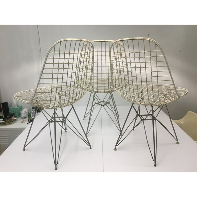 Mid-Century Modern Authentic Vintage White Wire Eiffel Chairs by Charles Eames for Herman Miller - Set of 3 For Sale - Image 3 of 12