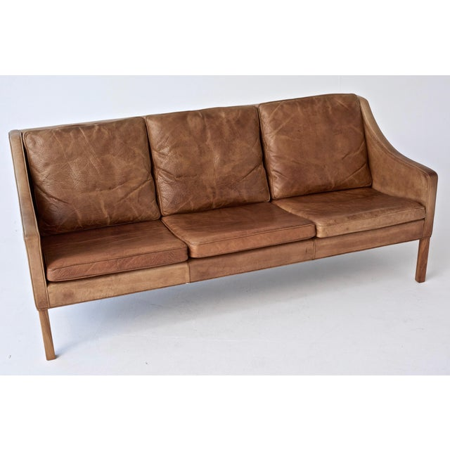 Mid 20th Century Original Borge Mogensen 2209 Sofa in Patinated Tan Leather, Denmark, 1960s-1970s For Sale - Image 5 of 6