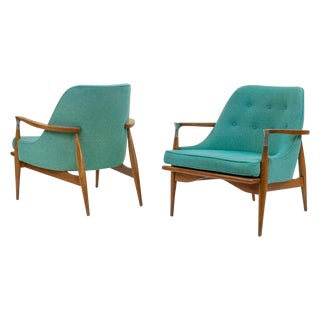 Pair of Mid-Century Modern Lounge Chairs Style of Lb Kofod-Larsen For Sale