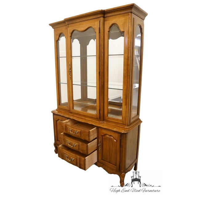 """Glass Thomasville Furniture Tableau Collection French Provincial 50"""" China Cabinet For Sale - Image 7 of 12"""
