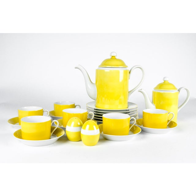 Fitz and Floyd Mid Century Lemon Porcelain Luncheon Service - Set of 30 For Sale - Image 4 of 7
