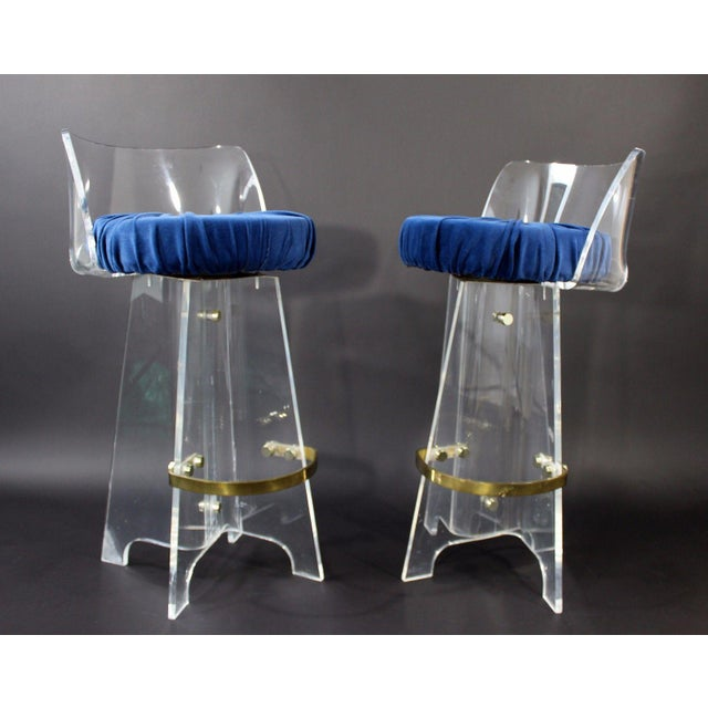 1970s Vintage Mid Century Modern Hollywood Regency Lucite & Brass Swivel Barstools - a Pair For Sale In Detroit - Image 6 of 9