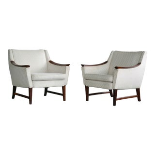DanishMid-Century Lounge Chairs in Walnut in the Style of Ole Wanscher - a Pair For Sale