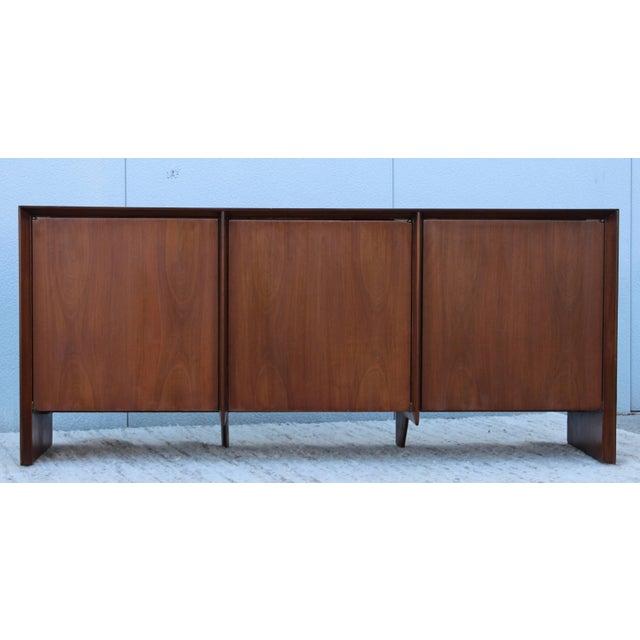 Robsjohn-Gibbings Modernist Walnut Credenza For Sale In New York - Image 6 of 13