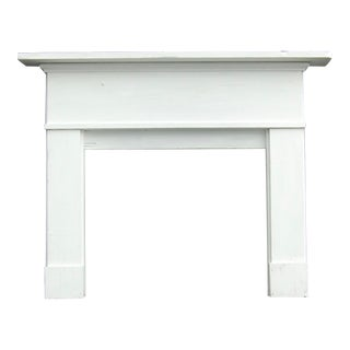 Late 20th Century Traditional Clean Lined Antique White Mantel For Sale