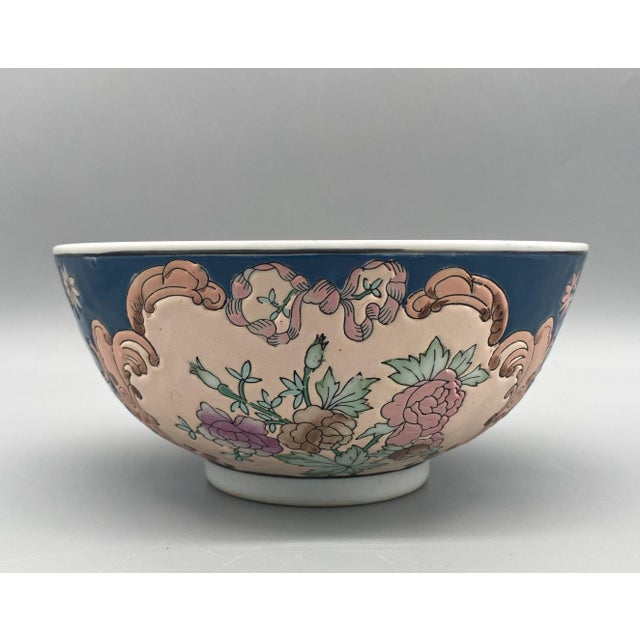 Chinoiserie 20th Century Chinese Blue and Pink Floral Bowl/ Catchall For Sale - Image 3 of 11