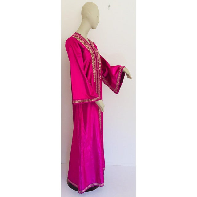 Moroccan Artist Moroccan Vintage Caftan 1970s Kaftan Maxi Dress Hot Pink Fuchsia For Sale - Image 4 of 13