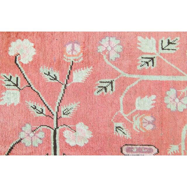 1920s Vintage 1920s Samarkand Khotan Salmon Mint Floral Vases Handwoven Wool Rug - 4′10″ × 8′ For Sale - Image 5 of 11