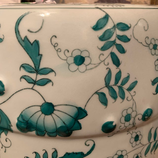White Chinese Green and White Porcelain Barrel-Form Garden Stool For Sale - Image 8 of 13