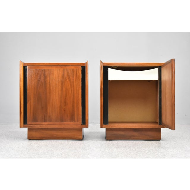 Mid-Century Modern Mid-Century Nightstands by Dillingham - a Pair For Sale - Image 3 of 13