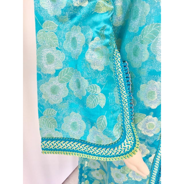Islamic Moroccan Kaftan in Turquoise and Gold Floral Brocade Metallic Lame For Sale - Image 3 of 12