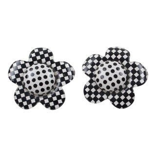 Lucite Clip on Earrings B & W Checkerboard Daisy Flower For Sale
