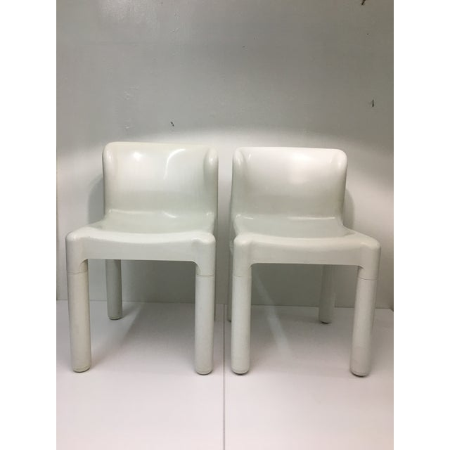 1970s White Plastic Chairs #4875 by Carlo Bartoli for Kartell - a Pair For Sale - Image 9 of 9