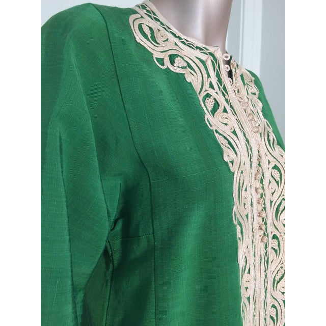 1970s Moroccan Caftan Emerald Green Silk Kaftan Size S to M For Sale - Image 5 of 10