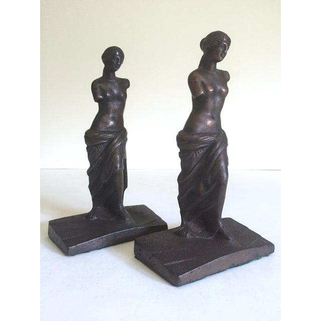 """Various Artists Vintage 1920's Rare """" Venus De Milo """" Cast Iron Bronze Neoclassical Bookend Statues - a Pair For Sale - Image 4 of 13"""