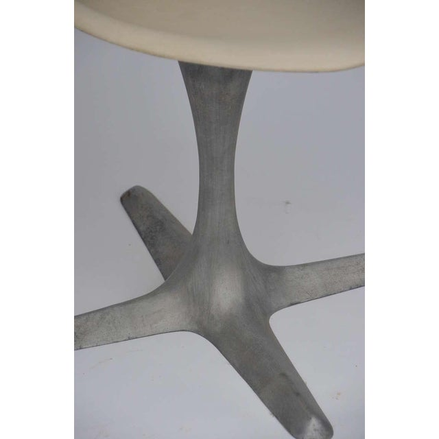 Aluminum Set of 4 American 70's Brushed Aluminum and Eggshell Chairs For Sale - Image 7 of 9