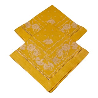 Mid 20th Century Yellow French Hemstitched Damask Napkins With Floral Motif - a Pair For Sale