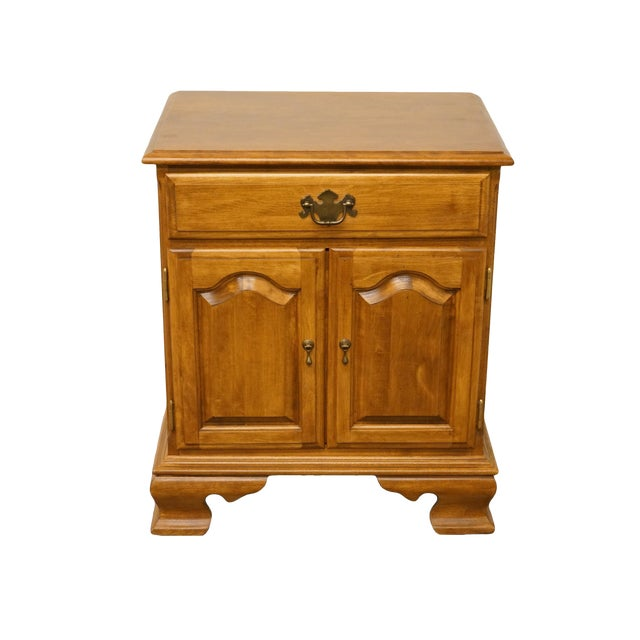 """20th Century Early American Ethan Allen Heirloom Nutmeg Maple 22"""" Cabinet Nightstand For Sale"""