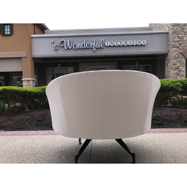 1960s Mid-Century-Modern Round Lounge Chair and Ottoman Space-Age White Vinyl For Sale - Image 5 of 12