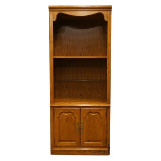 Late 20th Century Vintage Thomasville Furniture Winston Court Oak Cabinet Bookcase For Sale
